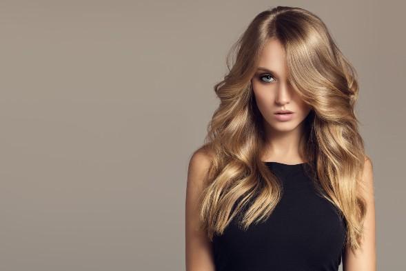 Hoe creëer je binnen no-time volume in het haar?